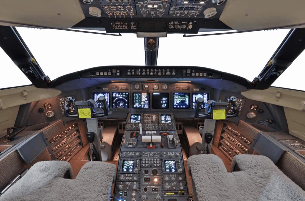 2004 Bombardier Challenger 604 Cockpit